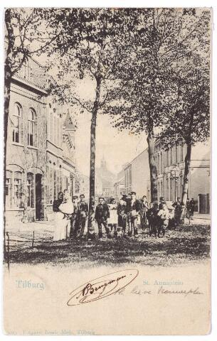 001618 - St. Annaplein richting Zomerstraat. Dit plein heet vanaf 1933, na de oprichting van een monument ter ere van O.L.V. het Lieve Vrouweplein. In de verte de nederlands hervormde kerk.