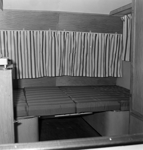 1237_013_064_002 - Caravan. Caravans van firma P.v.Geloven interieur