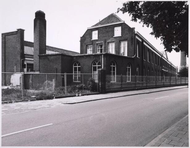 023326 - Deel van de voormalige lancierskazerne aan de St. Josephstraat, thans in gebruik als kantoorcomplex. Oorspronkelijk was het gebouw langer, maar een groot deel werd gesloopt.