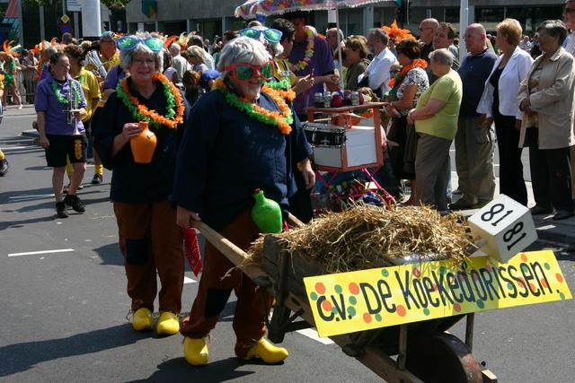 657402 - De T-parade. Een kleurrijke multiculturele optocht door het centrum van Tilburg. De vele culturen van Tilburg worden getoond.