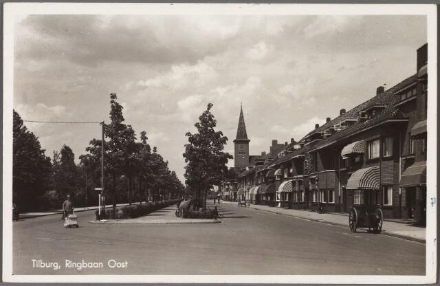 010863 - Ringbaan-Oost, rechts een straatvegerskar.
