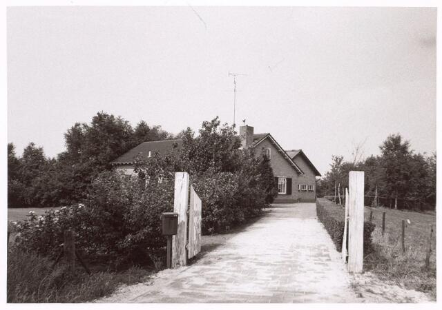 017613 - Inrijpoort van het pand Dongenseweg 175