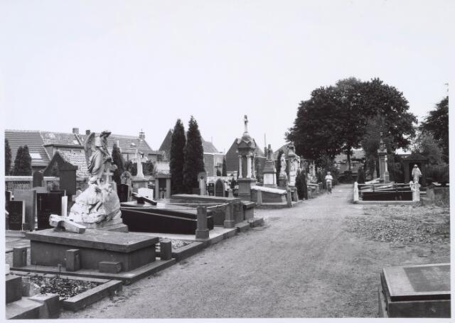 019089 - Graven op het parochiekerkhof aan de Goirkestraat
