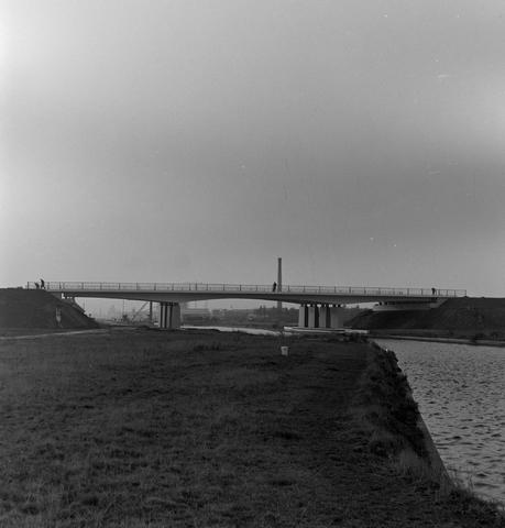 1237_013_053_004 - In opdracht van Publieke Werken . Opening viaduct bij kanaal