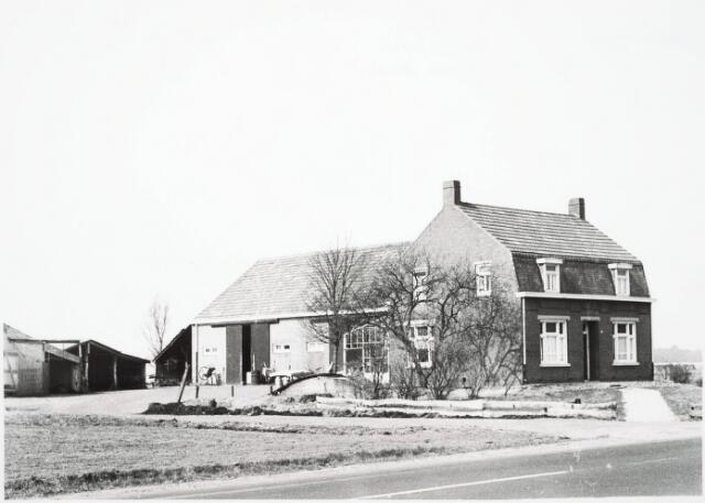 032950 - Boerderij van de fam van Mensfoort aan het Moleneind 67 thans Stokhasseltlaan 67