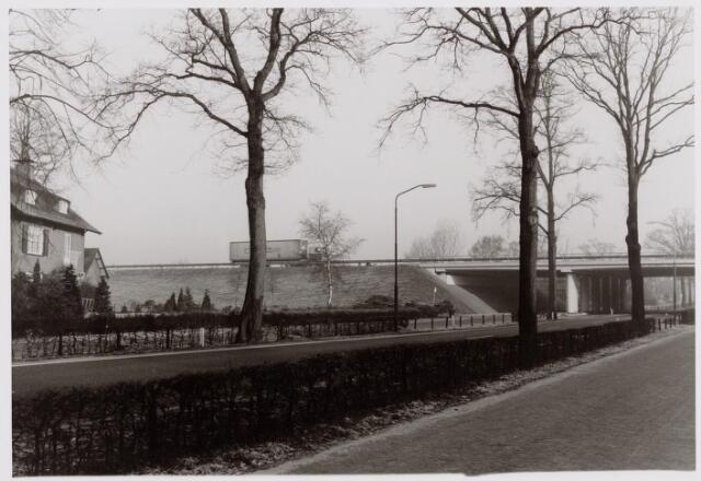 046568 - Tilburgseweg, gekruist door rijksweg 58.