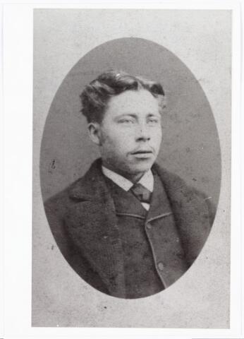 007967 - Karel Franciscus Storimans (timmerman) geb. Fiijnaart 30-10-1856, overleden te Tilburg 3-1-1928. Hij trouwde Maria Catharina van de Nouwland. (reproductie; origineel niet in collectie aanwezig)