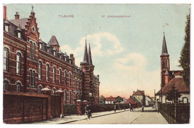 001567 - Lange Nieuwstraat in westelijke richting. Links het St. Josephgesticht, rechts het clarissenklooster.
