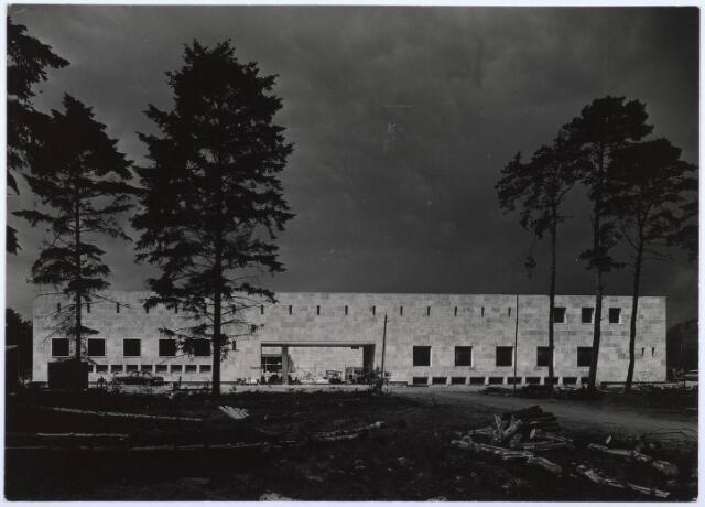 022587 - Katholieke Economische Hogeschool (thans Universiteit van Tilburg) kort voor de voltooiing