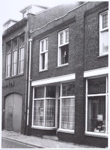 017212 - Winkelpand Capucijnenstraat 14 anno 1974