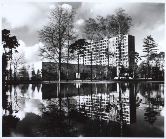 022605 - Gedeelte van het complex van de Katholieke Economische Hogeschool (thans Universiteit van Tilburg)