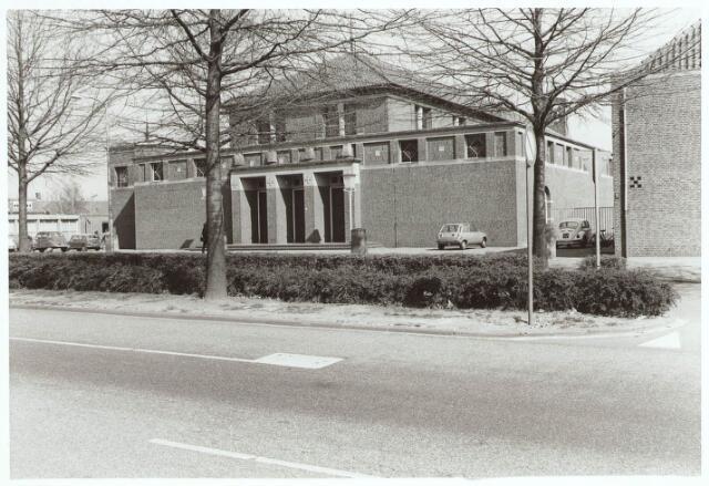 030354 - R.K. Kerk Onze Lieve Vrouw Koningin van de Vrede (Vredeskerk), noodkerk aan de Ringbaan-West. Het werd in 1953-1954 gebouwd naar een ontwerp van architect N.H. Pontzen in opdracht van het kerkbestuur.