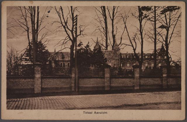 010982 - Vooraanzicht van het retraitehuis en klooster van O.L.V. van het Cenakel aan de Koningshoeven, thans Kempenbaan.