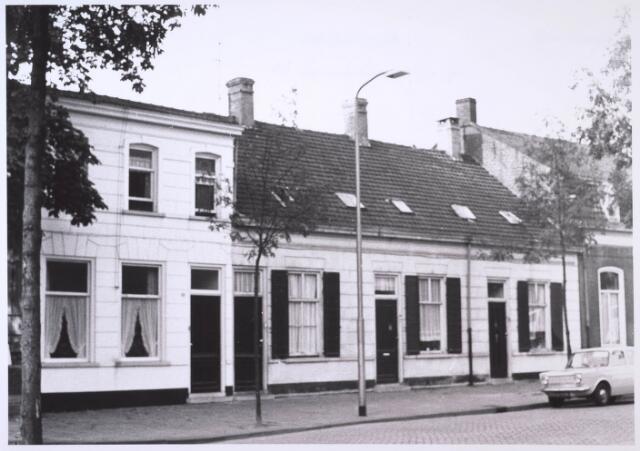 023676 - Panden aan de Kempenbaan (voorheen Koningshoeven) eind 1968