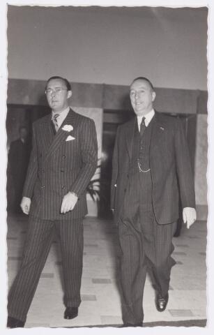 053332 - Koninklijke Bezoeken. prins Bernhard brengt een werkbezoek aan Tilburg