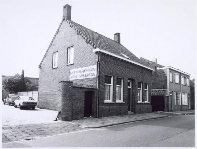 020550 - Panden Hasseltstraat 99 (rechts) en 101 (links) in 1976, beide voorheen deel uitmakend van het bedrijf van de weduwe G. Smulders