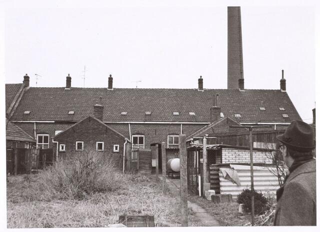 016549 - Achterzijde van de panden Broekhovenseweg 143 tot en met 153