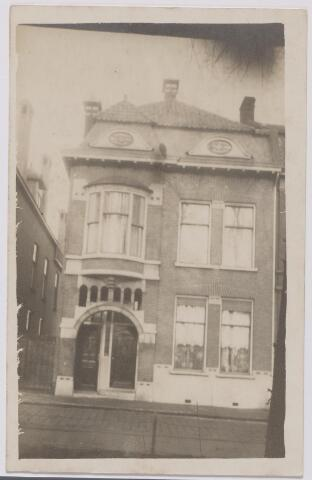 043958 - Noordzijde van het Wilhelminapark, nr. 119. Dit pand werd in 1914 onder architectuur van F.C. de Beer gebouwd voor J.C. Ackermans.