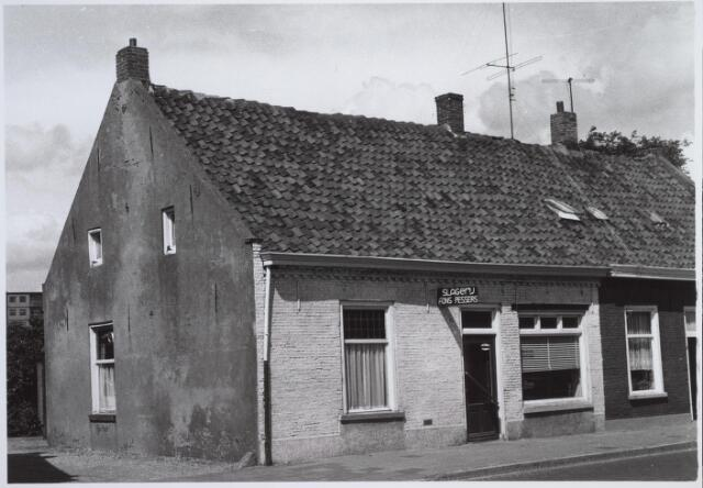 026223 - De eerste slagerij van Fons Pessers. Later verhuisde hij naar een ander pand aan het Lijnsheike (op de hoek met de huidige Beethovenlaan) en opende ook een filiaal in de Heuvelstraat