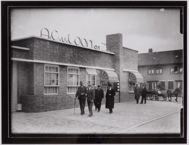 040436 - N.V. A.C.van Loon Meelfabrieken op de hoek Piushaven/Lancierstraat.  De Graan- en Meelhandel van A.C. van Loon dateert uit 1935. Het ontwerp was van de architect J.C.A. Schijvens.