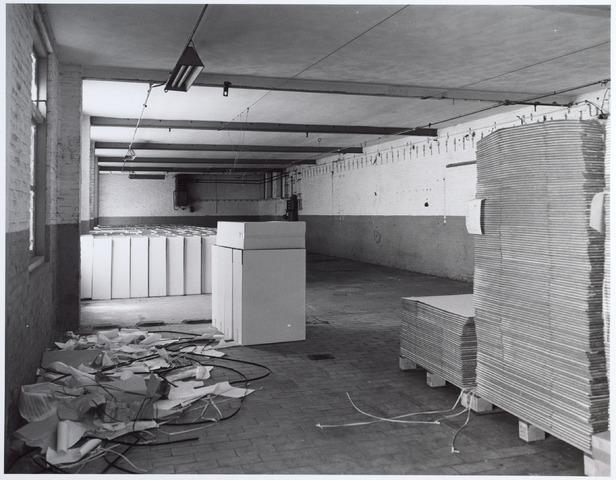 015147 - Interieur van een voormalige fabriek aan de Bisschop Zwijsenstraat