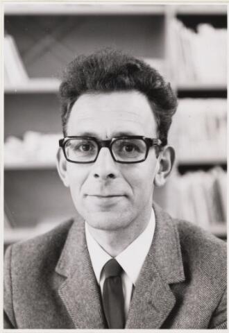 101098 - Onderwijs. Personeel. G.A.M. Schook, hoofd van een lagere school.