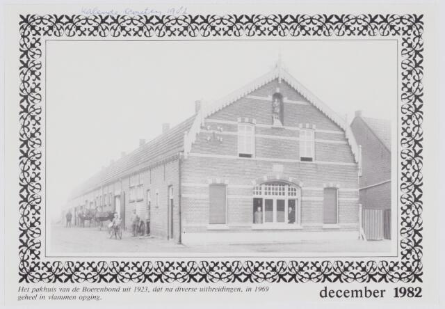 079670 - Het pakhuis van de Boerenbond uit 1923, het gebouw ging in 1969 geheel in vlammen op.