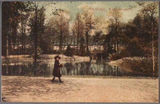 011058 - Vijver en bruggetje in het Wilhelminapark.