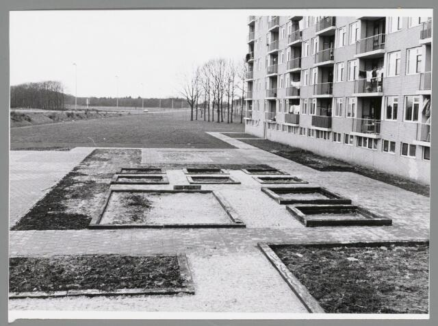 102680 - Burgemeester Materlaan, voormalig Del Court van Krimpenlaan. Plantsoenen.