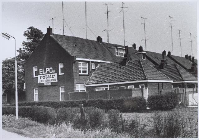 025726 - Zijgevel van het pand Moleneind 121. Thans Leharstraat 1.