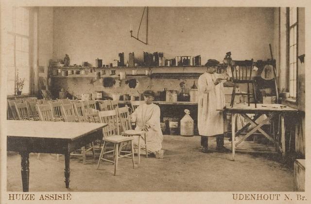 """078317 - Udenhout 1929: """"Huize Assisië"""". Gesticht voor mannelijke zwakzinnigen van den R.K. godsdienst. Werkplaats"""