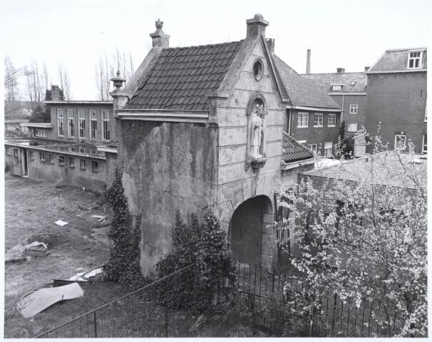 019119 - Het zogenaamde ´norbertijnenpoortje´, behorende tot de voormalige pastorie van de parochie Goirke dat als enige de sloop in 1927 overleefde. Norbertijnerpoort.