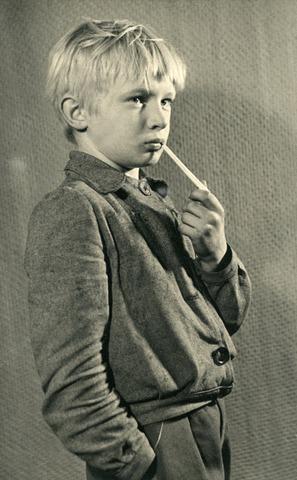 """602737 - Jaren'50 , """"boefje""""; portret van onbekende jongen"""