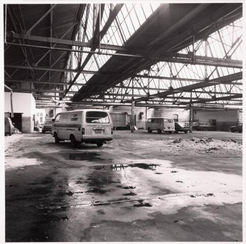 033629 - Gedeelte van het bedrijf van Jurgens Textiel aan de Tuinstraat 47a-49; op 8 januari 1976 is het bedrijf verplaatst naar Berkel-Enschot aan de Gen. Eisenhouwerlaan; thans ten behoeve van de woning bouw aan het Spinnerpark geheel afgebroken