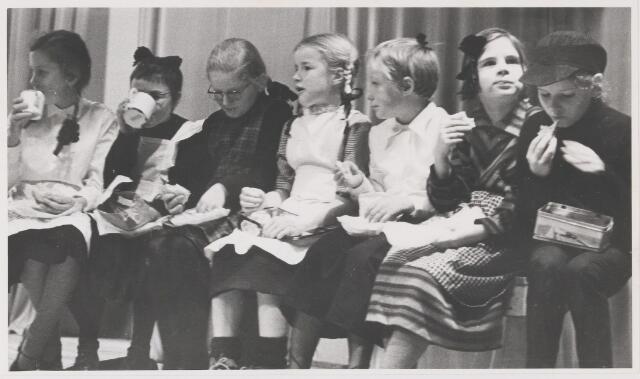 081648 - Viering 100-jarig bestaan van meisjesschool St. Joseph te Gilze