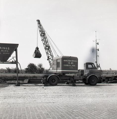 653670 - Kraanwagen van firma Van de Wiel aan het Wilhelminakanaal
