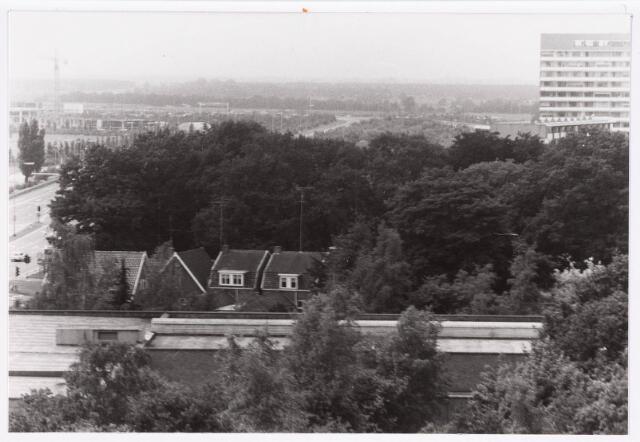 036680 - Panorama van Tilburg vanaf de flat aan de Gen. Smutslaan (Heineken)