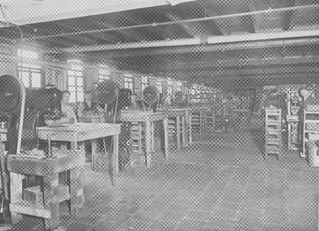 064377 - Leder- en schoenindustrie.  N.V. Stoomschoenfabriek J.A. Ligtenberg in Dongen. Stanzerij.