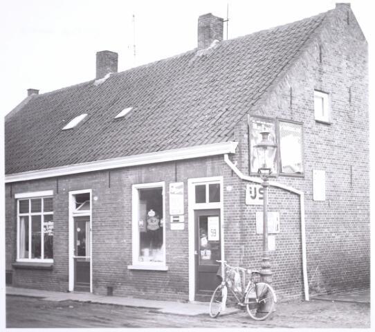 015724 - Winkel aan de Herstalsestraat 286, later Oude Herstalsestraat 6, nu Bokhamerstraat 52.