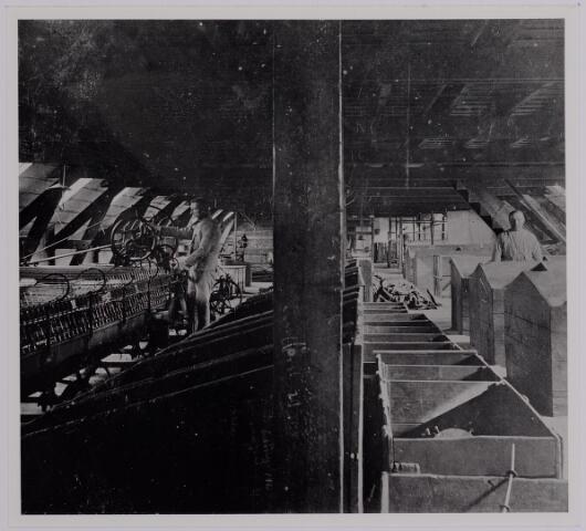 037591 - Textielindustrie. Spinnerij  van de firma Gebroeders Diepen aan de Korvelseweg in 1905. Links een selfactor