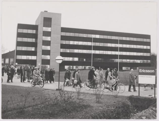 082524 - Rijen, Rijksweg. Kantoorgebouw van Ericsson telefoonmaatschappij