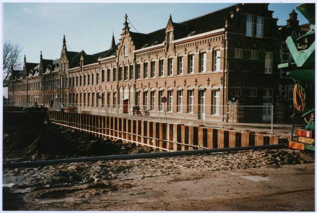 027536 - Oude Dijk. Werkzaamheden voor de bouw van het zo geheten kunstcluster ontworpen door architect J. Coenen.