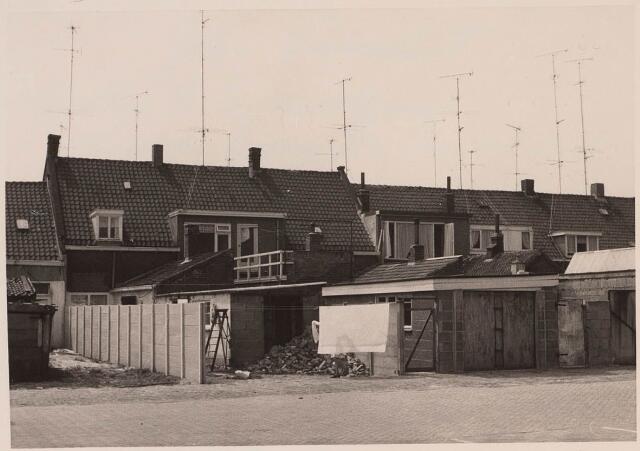 023042 - Achterzijde van woningen aan de Lange Nieuwstraat gezien vanuit de Joannes van Oisterwijkstraat