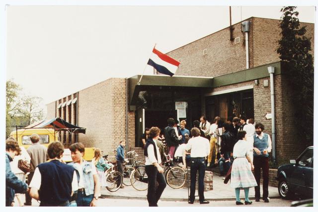 063536 - In 1983 werd ten gunste van de Stichting Jeugdbelangen bij het gemeenschapshuis de Schalm, Eikenbosch 1, een gedeelte gereserveerd als accomodatie en feestelijk geopend. De Schalm is in 2020 afgebroken.