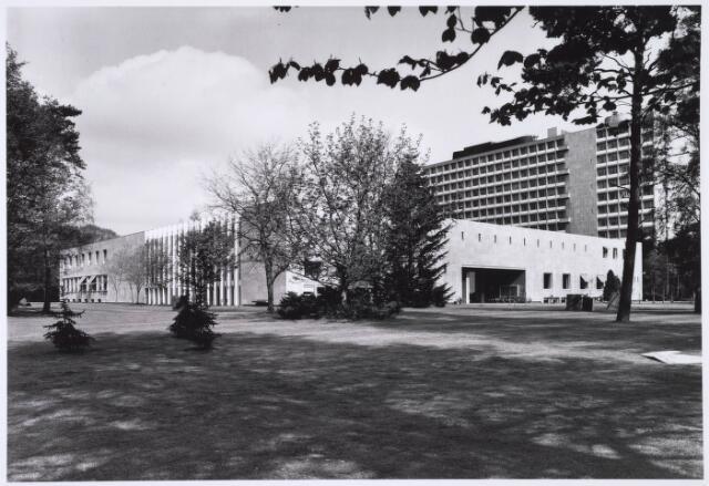 022612 - Gedeelte van het complex van de Katholieke Economische Hogeschool (thans Universiteit van Tilburg)
