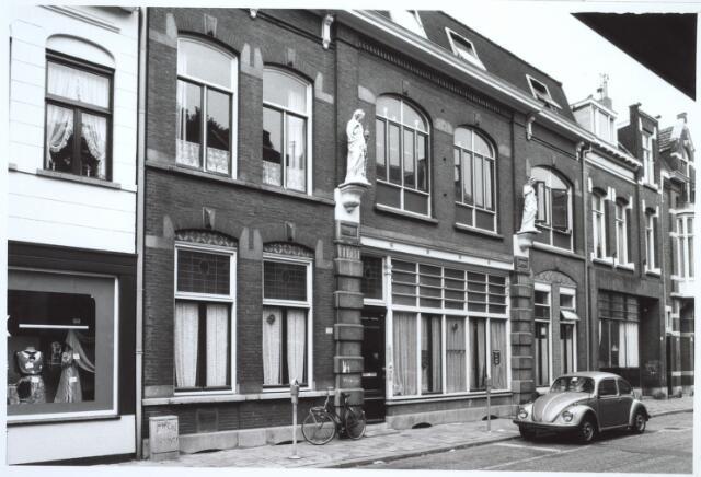 027277 - Noordstraat 103-105, thans 105. Zwart driehoekje rechtsboven: luifel
