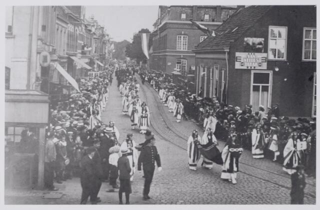 043946 - H. Hartprocessie in de Gasthuisstraat (nu Gasthuisring).