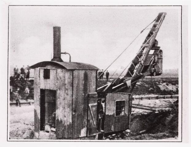034671 - Graafmachine aan het werk bij de aanleg van het Wilhelminakanaal