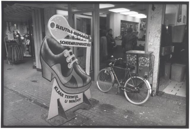 021929 - Sleutel- annex schoenmakerij in de Heuvelstraat