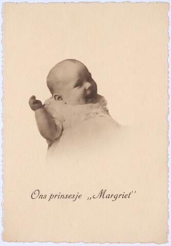 012958 - WO2 ; WOII ; Tweede Wereldoorlog. Regelmatig werden door Britse vliegtuigen foto's boven Nederland uitgeworpen. Kiekjes van het Koninklijk Huis waren favoriet. Op deze foto wordt mededeling gedaan van de geboorte van prinses Margriet